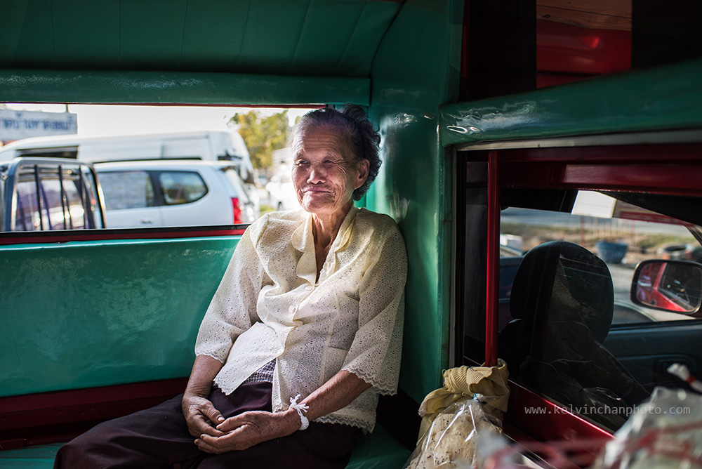 thai lady inside tuk-tuk