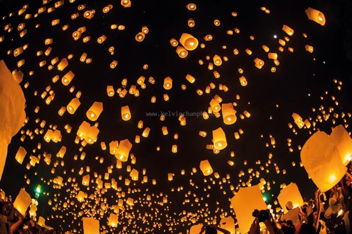 Yee Peng sky lantern festival in Chiang Mai