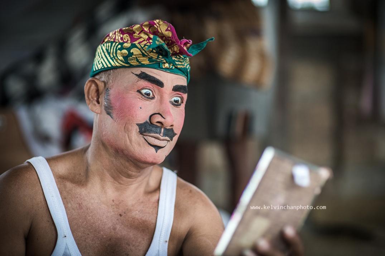 Barong dance putting on make-up